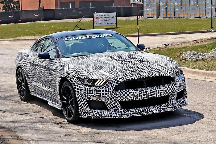 2020 Ford Mustang Shelby GT500 показывает свой сердитый выход в открытую