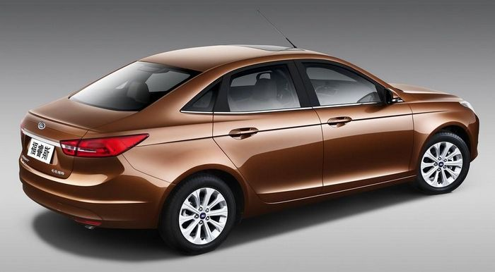 Ford готовит к премьере обновлённый седан Escort