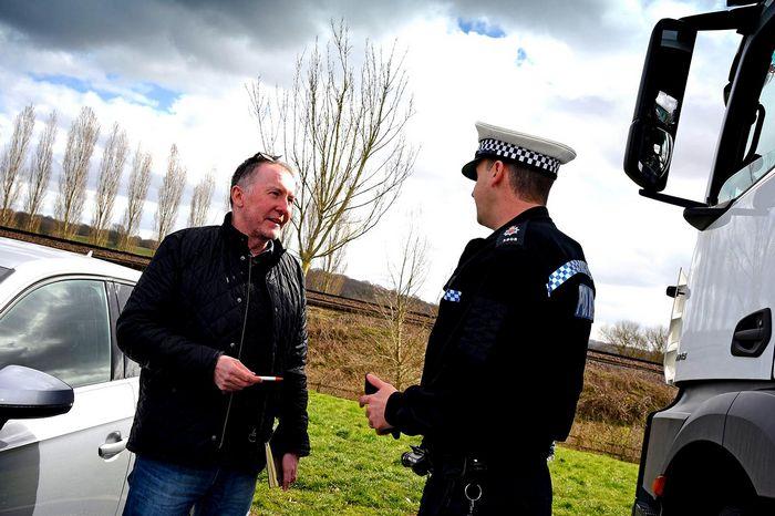 За кулисами с полицейскими из графства Суррей: как поймать звонящего